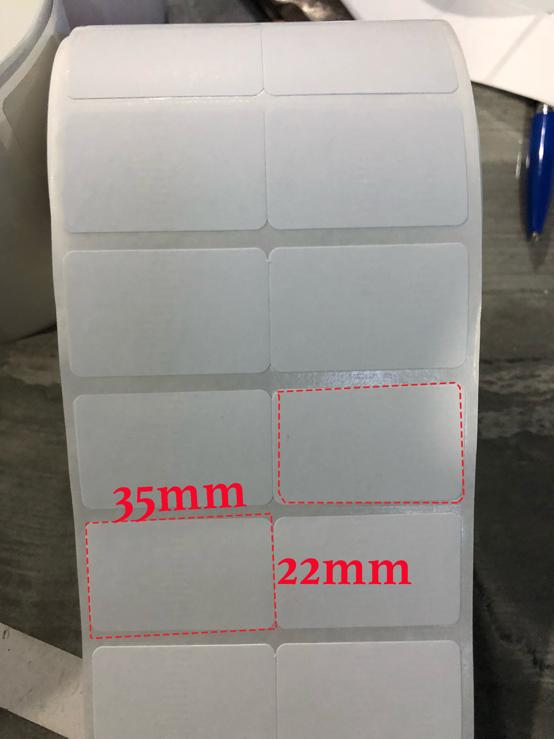 Giấy in mã vạch 2 tem nhiệt 35x22mm (cuộn 30m)